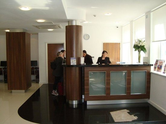 Ambassadors Hotel: Reception