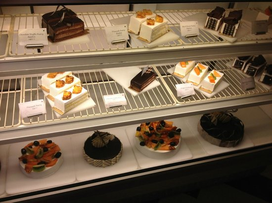 Orchid Mumbai: Tempting cakes at the Orchid Hotel in Mumbai