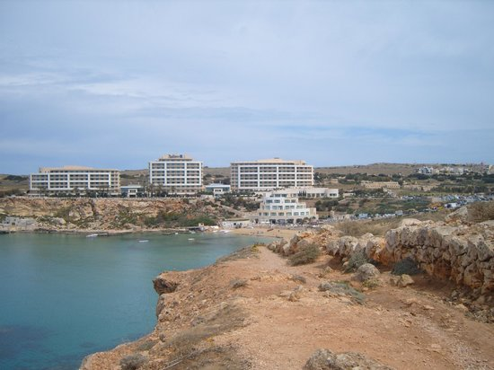 Radisson Blu Resort & Spa, Malta Golden Sands: View of hotel across bay