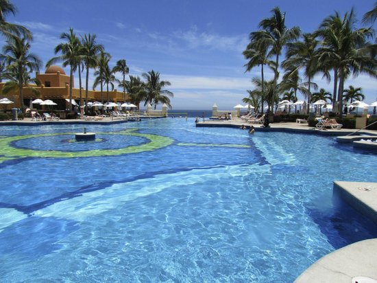 Riu Palace Cabo San Lucas: One of the pools