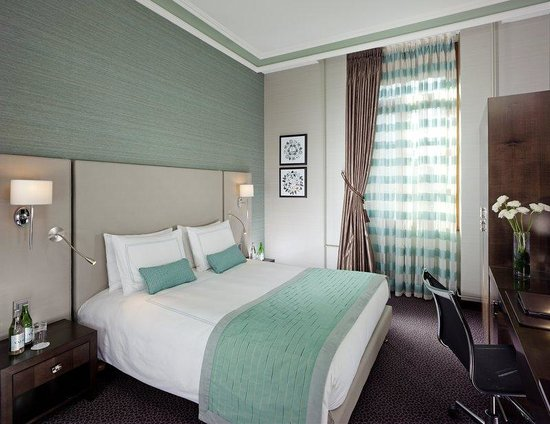 Swissotel Metropole Geneva: Premier Renovated city side Room
