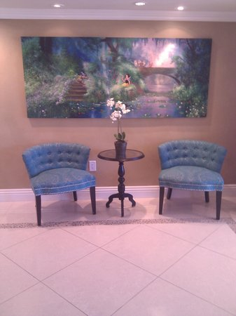 Quality Inn & Suites - Anaheim Resort: Look at their new lobby decor.