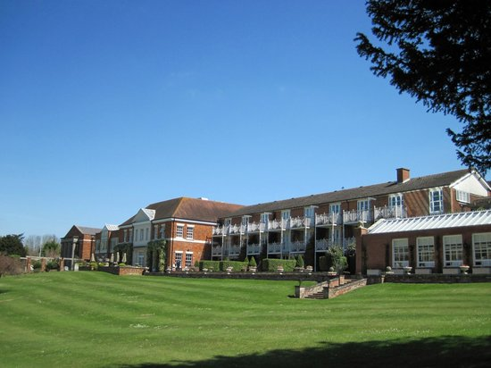 Chewton Glen Hotel & Spa: Main Hotel