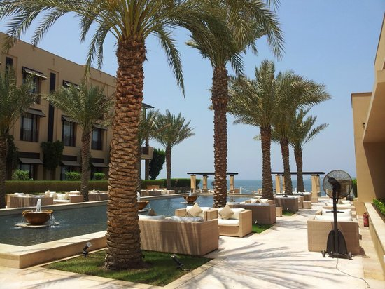 Park Hyatt Jeddah - Marina, Club & Spa: View outside of where we were eating