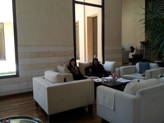 Park Hyatt Jeddah - Marina, Club &amp; Spa: The Lounge where we were sitting