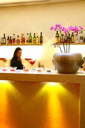 O&B Athens Boutique Hotel: Bar
