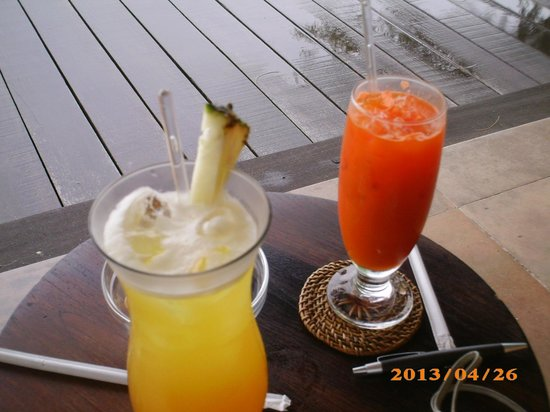 Tanjung Rhu Resort: mocktail au salon Ready