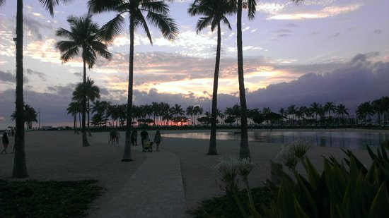 Hilton Grand Vacations Suites at Hilton Hawaiian Village: Sunset