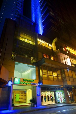 Holiday Inn Express Causeway Bay: Hotel Exterior-Night