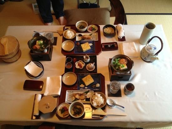 Shiraume : This is the breakfast spread for two adults.  We didn't eat again for seven hours...