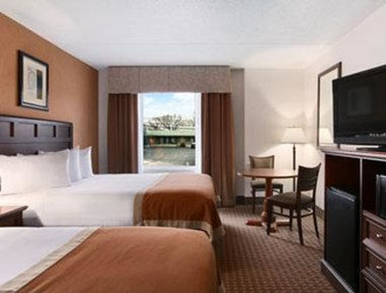 Baymont Inn &amp; Suites Branson-On the Strip: Standard Two Double