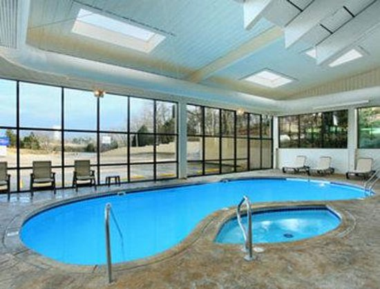 Baymont Inn & Suites Branson-On the Strip: Pool