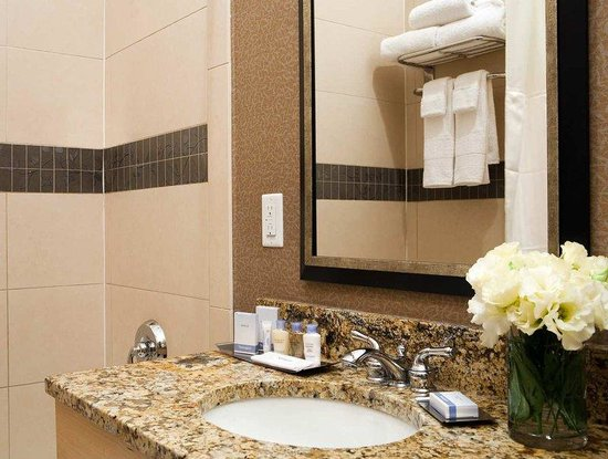 Doubletree Hotel Chelsea New York City: Guest Room Bathrooms