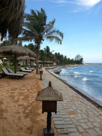 Victoria Phan Thiet Beach Resort &amp; Spa: Hotel beach, rocky and can&#39;t swim