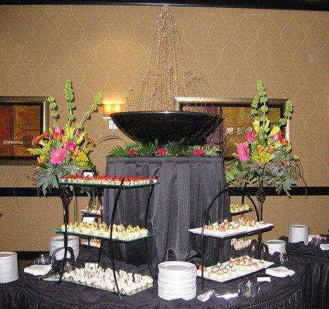 Bentonville, AR: Canapes and Fountain