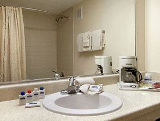 Howard Johnson Ponce PR: Bathroom
