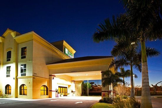 Holiday Inn Express Stuart: Hotel Exterior