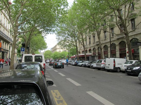 Hotel Britannique: street view-great location-one block to the Seine or the rue de Rivoli shopping