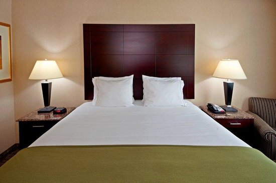 Holiday Inn Express North Bergen - Lincoln Tunnel: King Bed Guest Room