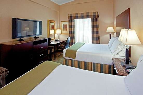 Holiday Inn Express North Bergen - Lincoln Tunnel: Two Queen Bed Guest Room