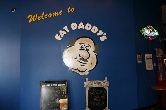 Hampton Inn and Suites Alexandria: Fat Daddy's Bar and Grill