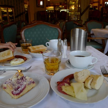 Grand Hotel Praha: Breakfast at Cafe Mozart
