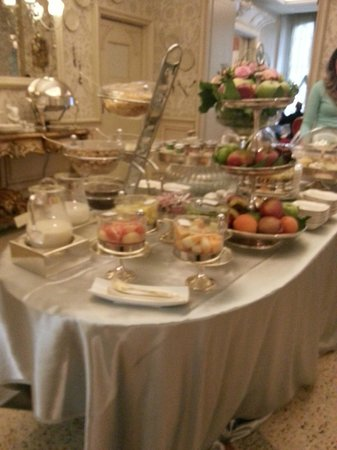 Chateau Monfort: The breakfast spread