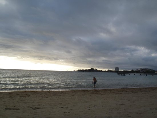 Noumea,  : Anse vata beach