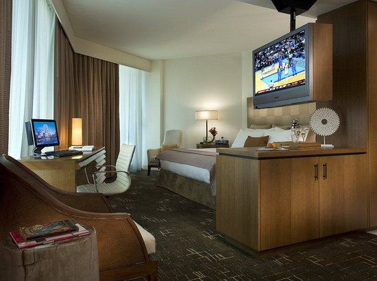 EPIC Hotel - a Kimpton Hotel: Club Level Cityview Junior Suite