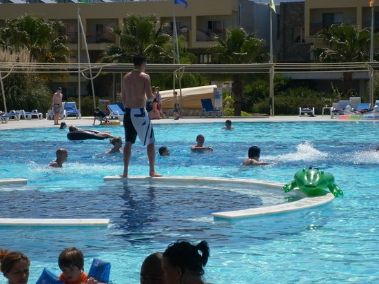 Aquafantasy Aquapark Hotel & SPA: Pool Entertainment