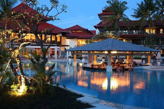 Holiday Inn Resort Baruna Bali: Pool Bar