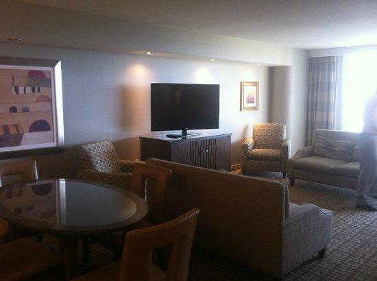 Doubletree by Hilton Grand Hotel Biscayne Bay: Living area