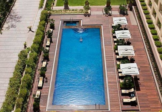Courtyard by Marriott Mumbai International Airport: Outdoor Pool