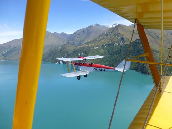 Wanaka, New Zealand: Formation flying
