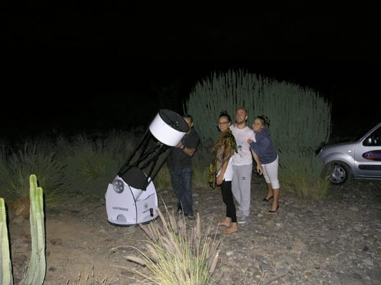 Aguimes, Espagne : José Luis is watching Saturn using our 16' telescope from a nice place near Playa del Inglés