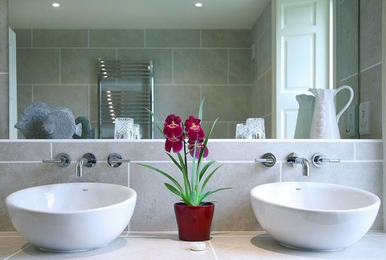 "Cavens Country House Hotel: ""Solway"" bathroom"