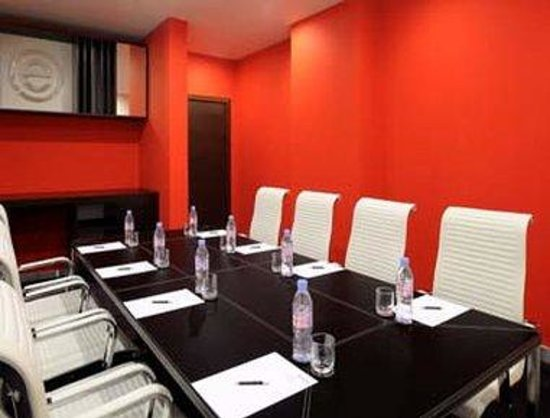 Ramada Encore Doha: Meeting Room