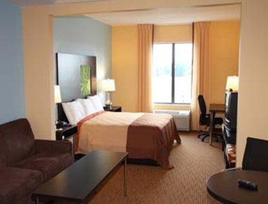 Pennsville, NJ: King Suite