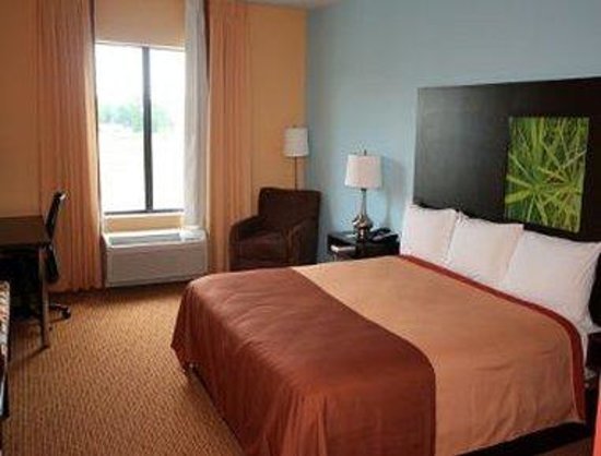 Pennsville, NJ: 1 King Bed Room