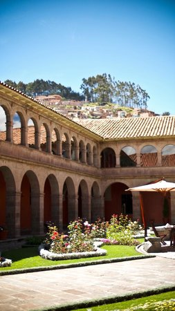 Hotel Monasterio by Orient-Express: Main courtyard