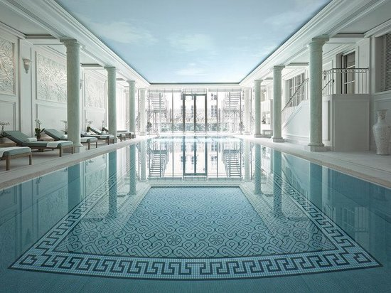 Shangri-La Hotel Paris: Swimming Pool
