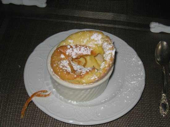 Hartstone Inn & Hideaway : Dessert is always a form of souffle