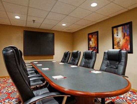 Ramada Grand Dakota Lodge: Meeting Room