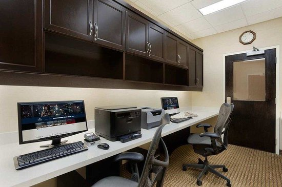 Hilton Garden Inn Edmonton International Airport: Business Center