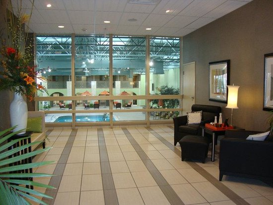 Holiday Inn Portsmouth Downtown: Lobby view of our Indoor Pool Area