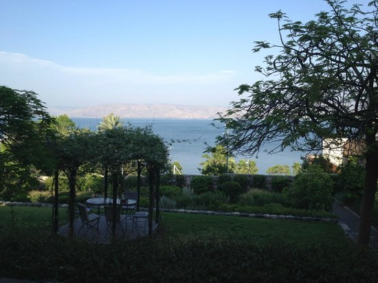 Scots Hotel: View towards the lawn and the Kinneret (Sea of Galilee)
