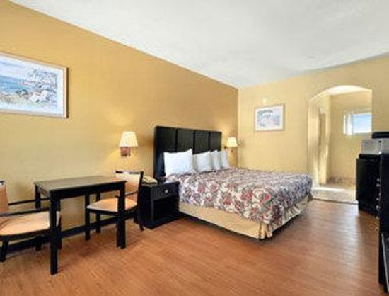 Travelodge Galveston: Standard One King Bed Room