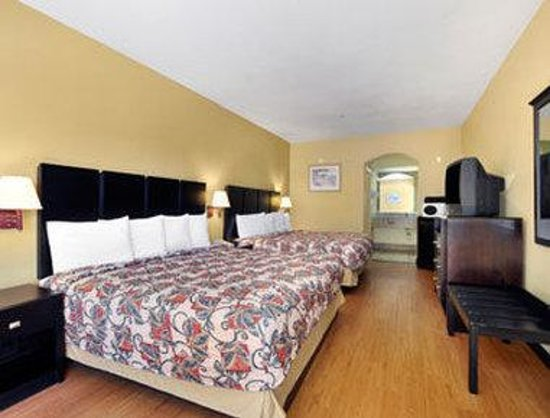 Travelodge Galveston: Standard Two King Bed Room