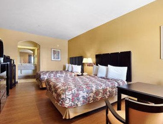 Travelodge Galveston: Standard Two Queen Bed Room
