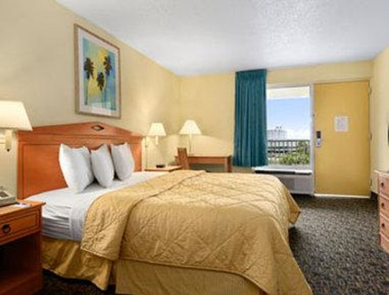 Travelodge Pensacola Beach: Standard One King Bed Room